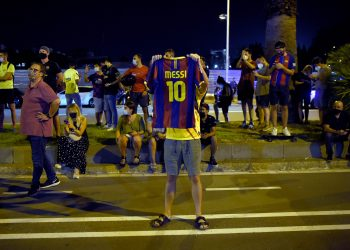 "FC Barcelona supporters gather outside the club's headquarters in Barcelona, on August 25, 2020, following the announcement of Argentinian player Lionel Messi's desire to leave the team. - Lionel Messi has informed Barcelona he wants to ""unilaterally"" terminate his contract with the Spanish giants, a club source confirmed to AFP today. Lawyers for the Argentina star sent Barca a fax in which they announced Messi's desire to rescind his contract by triggering a release clause, sending shockwaves throughout the world of football. (Photo by Pau BARRENA / AFP)"